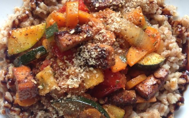 Tofu-Gemüse-Pfanne mit Dinkel