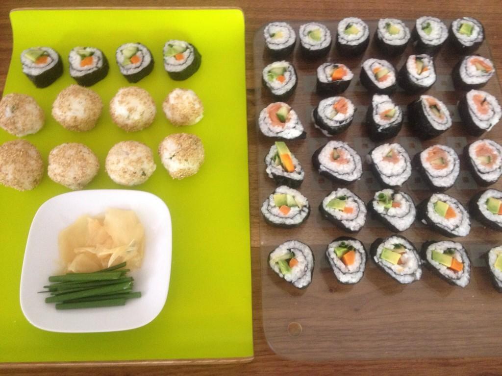 Vegane Sushi mit Gemüse und Tofu